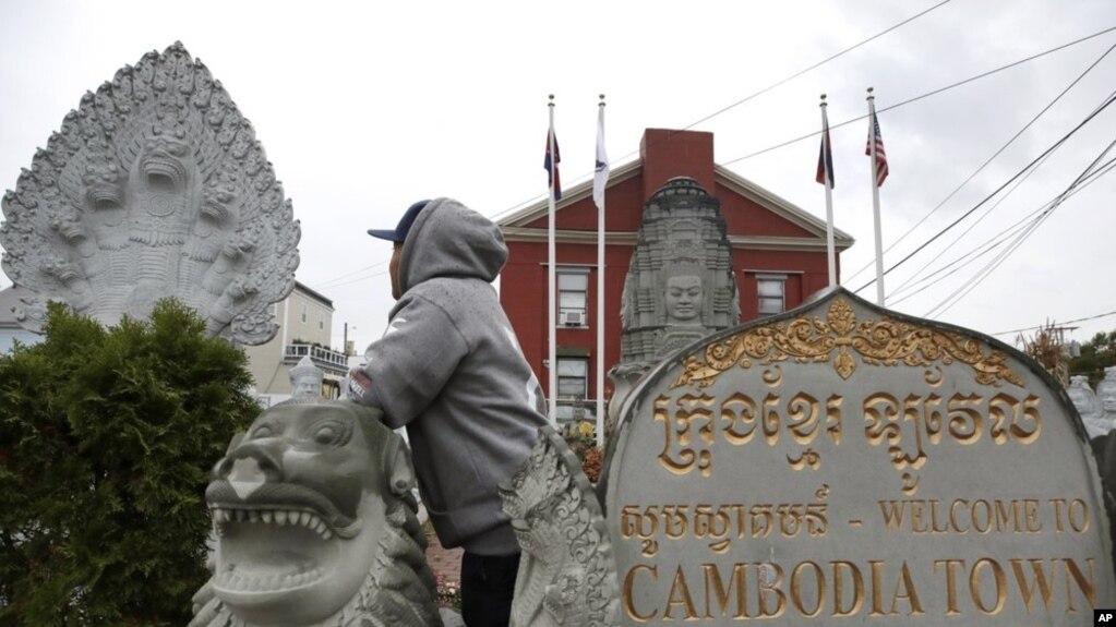 Người đàn ông gốc Campuchia sinh sống tại Hoa Kỳ từ nhỏ, sắp bị trục xuất. Ảnh chụp ngày 26/9/2019 tại thành phố Lowell, Mass. (AP Photo/Elise Amendola)
