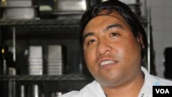 Galindo escapó de morir durante los atentados del 11 de septiembre. Ahora junto a otros supervivientes es dueño de un restaurante en Nueva York.