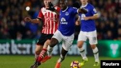 Le joueur congolais Yannick Bolasie lors d'un match de Premier League, le 27 novembre 2016.