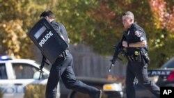La policía y miembros del equipo SWAT de Milwaukee respondieron a una llamada hecha desde el sitio del tiroteo.