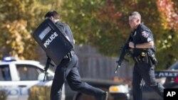 Los tres oficiales heridos están fuera de peligro.