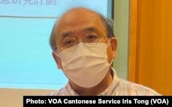 香港民意研究所副行政总裁钟剑华表示,过去11个月的民调结果,反映大部份市民不满港府的防疫表现, 他批评港府采购疫苗等防疫措施政治化,令疫情持续扩散 (美国之音/汤惠芸)