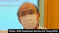 香港民意研究所副行政總裁鍾劍華表示,過去11個月的民調結果,反映大部份市民不滿港府的防疫表現, 他批評港府採購疫苗等防疫措施政治化,令疫情持續擴散 (攝影:美國之音湯惠芸)