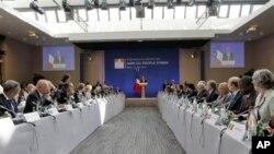 Francuski predsednik Fransoa Oland govori na današnjem skupu Prijatelja Sirije, u Parizu