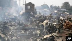 نیروبی کی ایک مارکیٹ میں آتش زدگی کے بعد تباہی کا منظر۔ 28 جون 2018