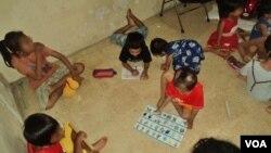 Anak-anak yang mengidap HIV di Solo masih kerap mendapat perlakukan diskriminatif dari masyarakat (VOA/Yudha Satriawan).