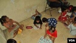 Anak-anak yang mengidap HIV masih kerap mendapat perlakukan diskriminatif dari masyarakat (foto ilustrasi: VOA/Yudha Satriawan).