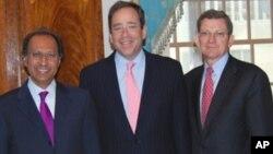 وزیر خزانہ حفیظ شیخ , مارک گروسمین، نائب وزیر خارجہ نائڈز(فائل فوٹو)