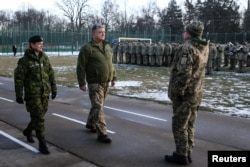 Ukrainian President Petro Poroshenko (C) and Canada's Governor General Julie Payette (L) visit the International Peacekeeping Security Center near the village of Starychy, Ukraine, Jan. 18, 2018.