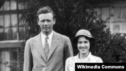 찰스 린즈버그와 그의 아내 앤 머로우 린즈버그.
