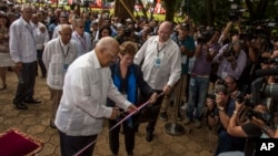 Cuba's Minister of Foreign Trade Rodrigo Malmierca, right, watches as Vice President of Cuba's Council of Ministers Ricardo Cabrisas Ruiz, left, cuts the ribbon at the opening of the 34th Trade Fair in Havana, Cuba, Oct. 31, 2016.