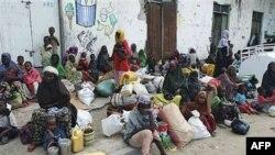Người Somalia ở miền nam chuẩn bị lên đường đến trại tị nạn xin cứu trợ, Mogadishu, Somalia, 3/8/2011