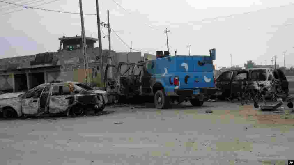 Damaged police vehicles in front of an abandoned police station after clashes between the Iraqi army and al-Qaida fighters in Fallujah, Jan. 5, 2014.