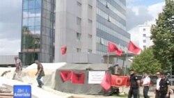 Kosovë, sërbët heqin pjesërisht barrikadat