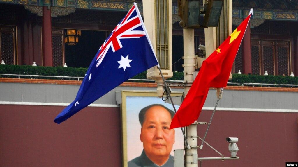 Cờ của Úc và Trung Quốc treo tại Quảng trường Thiên An Môn, Bắc Kinh.