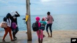 Bamwe mu baturage bo muri Bahamas batangiye guhunga serwakira yiswe Dorian