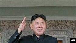 태양절 행사가 진행되는 가운데 거수경례로 답하는 북한 김정은 국방위원회 제1위원장.