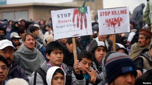 18일 파키스탄 퀘타 시에서, 지난 토요일 시아파 대상 테러 공격에 항의하는 시아파 무슬림들.