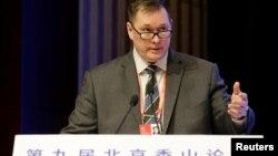 美国助理国防部长帮办施灿德在北京香山论坛上讲话。(2019年10月21日)