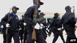 Des policiers angolais lors d'une cérémonie de remise des diplômes du troisième cycle en sciences de la police à l'Académie de police de Benguela le 19 avril 2017.