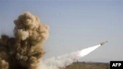 Ảnh do quân đội Iran phổ biến với tuyên bố đã phóng thành công phi đạn Shahin trong một cuộc tập trận hôm 18 tháng 11, 2010