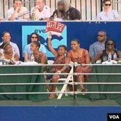 Prva dama, Michelle Obama sa kćerkama na teniskom stadionu u Washingtonu