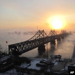 中国北韩之间的鸭绿江大桥,多少中国援助的物资从桥上流入北韩