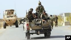 Afg'on armiyasi Qunduz yaqinida qonli janglarga shaylanmoqda, AQSh yordami bilan, 30-sentabr, 2015