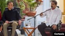 """Con El Aissami sentado a su lado en un consejo de gobierno, el mandatario anunció, en cadena de radio y televisión, una ofensiva diplomática y legal para defender """"el honor"""" del funcionario y """"contrarrestar esta infamia""""."""