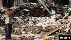 2013年5月2日叙利亚东部的拉卡省发生战斗,据活动人士称效忠阿萨德总统的政府军进行炮轰造成当地房屋的毁坏。