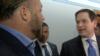 Marco Rubio y Alex Jones discuten en los pasillos del Congreso