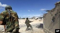 ພວກຕໍ່ຕ້ານ ກາດດາຟີ ກໍາລັງສູ້ລົບ ທີ່ເມືອງ Sirte