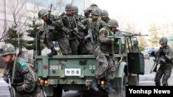 14일 오후 서울에서 한국군과 소방서, 경찰서 관계자들이 키 리졸브 훈련의 일환으로 민ㆍ관ㆍ군ㆍ경 통합 테러대비 훈련을 하고 있다. (자료사진)