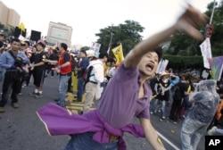 台湾人在五一劳动节在总统府前示威,要求增加工资和劳工权利(2015年5月1日)