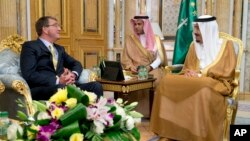 دیدار اشتون کارتر با ملک سلمان پادشاه عربستان سعودی