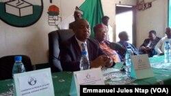 Le secrétaire général duSDFface à la presse à Yaoundé, le 13 décembre 2017. (VOA/Emmanuel Jules Ntap)