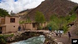 Wilayah Badakhshan di Afghanistan timurlaut yang mengalami tanah longsor dan menimbun sedikitnya 200 rumah (foto:dok).