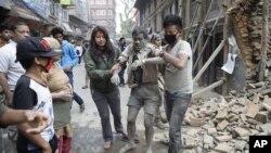اکثر بناهای تاریخی نیپال که جاذبۀ سیاحتی آن کشور بود با خاک یکسان شده است