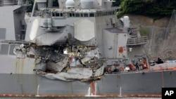 美國驅逐艦6月17日星期六大約凌晨2點半和一艘大型日本商船發生撞船事故後受損情形。