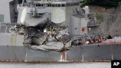 Phần hư hại trên tàu khu trục USS Fitzgerald sau vụ va chạm. USS Fitzgerald đang cập tại căn cứ hải quân Mỹ ở Yokosuka, Nhật Bản, ngày 18/6/2017.