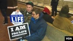 Estadounidenses de distintas ciudades llegaron a Washington para manifestarse en contra del aborto.