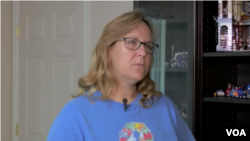 Betsy Fields adalah ibu dua anak autis, Hunter, 12 tahun dan Colby, 10 tahun.
