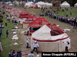 People participate in a yurt-building competition at the World Nomad Games (RFE/RL)