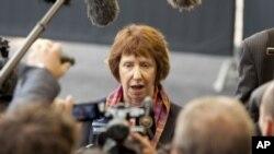 欧盟负责外交事务的官员阿什顿6月25日在卢森堡向媒体发表讲话