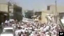 알 아사드 대통령의 퇴진을 요구하는 수만 명의 시위대 (SHAAM 제공)