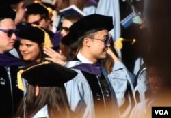 薄瓜瓜哥大毕业成法学博士(美国之音章真拍摄)