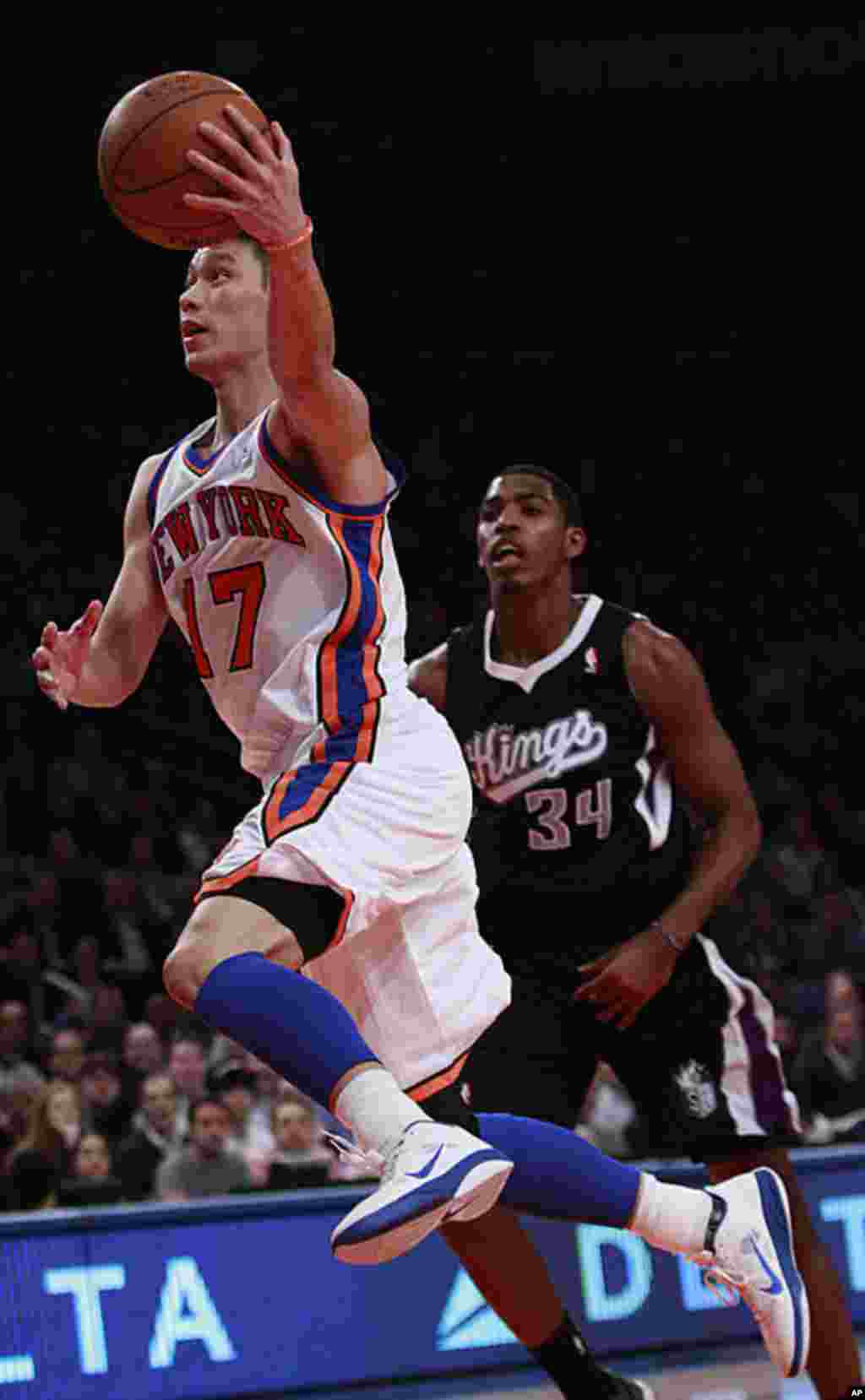 New York Knicks' Jeremy Lin drives past Sacramento Kings' Jason Thompson during the first half of an NBA basketball game on February 15, 2012, in New York. (AP)