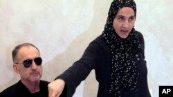 Zubeidat Tsarnaev, madre de los dos hermanos implicados en el atentado de Boston, en una rueda de prensa en Daguestán.