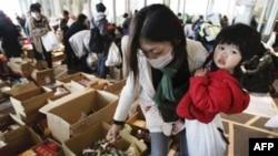 Người Nhật rất nghiêm chỉnh xếp hàng chờ đợi, từ chuyện thực phẩm cho tới mua xăng, chữa bệnh, xin thuốc