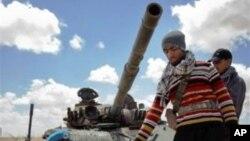 বৃটেন লিবিয়ার বিদ্রোহী বাহিনীকে সহযোগিতা করতে সামরিক উপদেষ্টা দল পাঠাচ্ছে